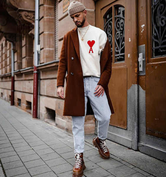 10 Men's Outfits with Light Blue Jeans